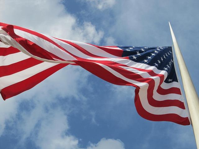 Fahnenmast oder Flaggenmast
